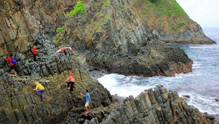 Tebing Kristal Kriptonite pantai semeti menantang untuk didaki. Panorama dari atas tebing ini lebih indah dari pada dari tepi pantai