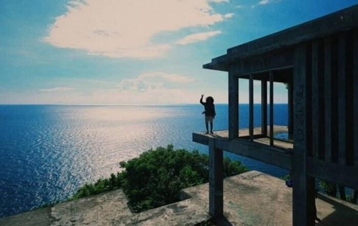Memandangi cakrawala Dari Villla Hantu yang ada di atas tebing, seperti melihat dari menara pandang raksasa