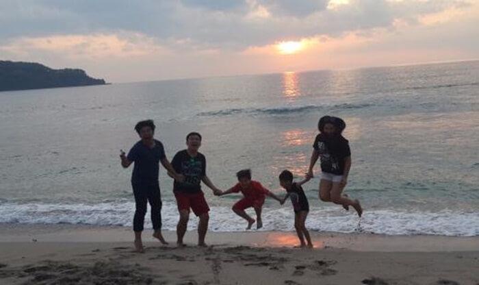 bersama keluarga di pantai setangi bisa menjadi waktu kebersamaan yang berkualitas bagi keluarga
