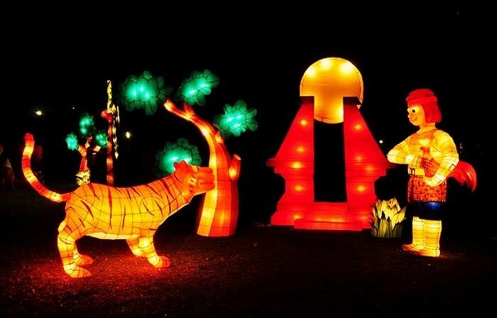 karakter cerita rakya tradisional pun dijadikan variasi bentuk lampion di taman pelangi jogja
