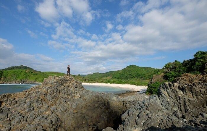 di puncak karang Kryptonite pantai semeti memebrikan pandanganpanorama yang luas dan indah. juga cantik untuk lokais pegambilan foto
