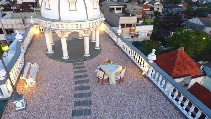 d'living, kuliner solo yangm enekankan pada keromantisan dengan pakek makan malam romantis di atas atap