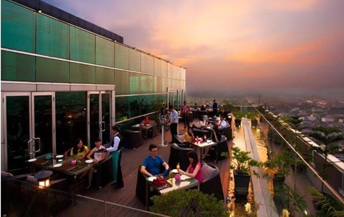 edge, kuliner medan kela stersendiri yang ada di puncak ketinggian gedung hotel berbintang