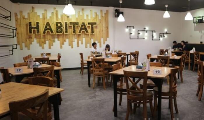 Habitat, kuline rmedan dengan ruang interaksi antar pengunjung yang lega