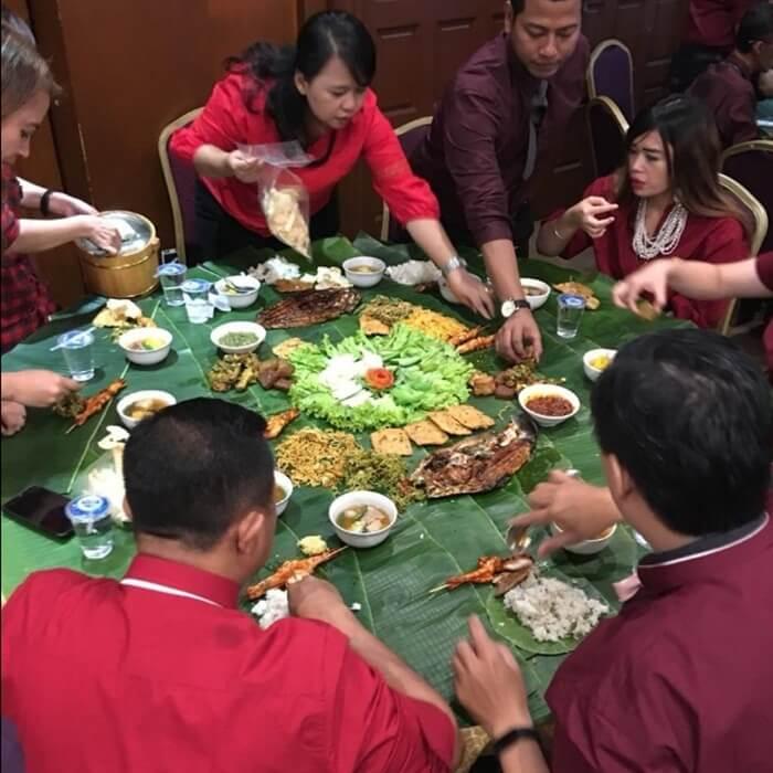 istana koki menyajikan menu dan suasana otentik indonesia