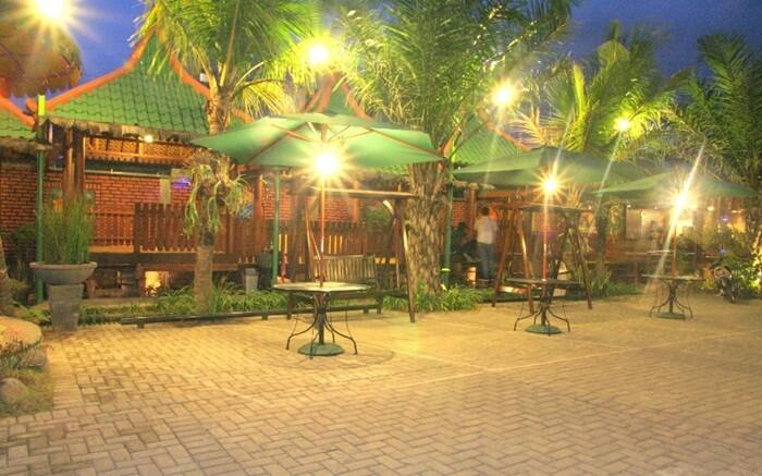 Kebon Kota, lokasi kuliner surabaya yang memebawa kebun ke tengah kota.