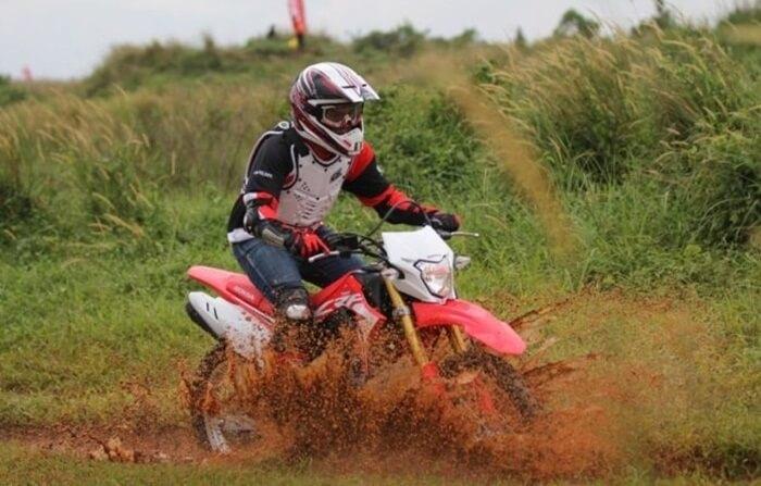 Lintasan motor cross di wanawisata ciwaringin kerap dijadikan arena berlefel nasional dan regional
