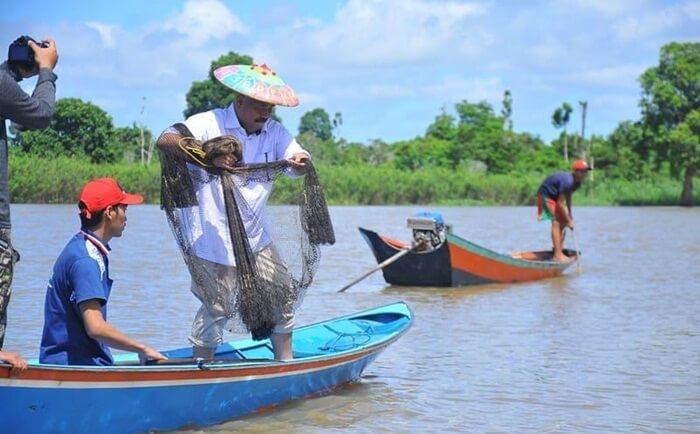 Nelayan di danau Semayang masih mengguankan tkehnik tradisional untuk menangkap ikan, ini untuk menjaga kelestarian ekosisitem danau