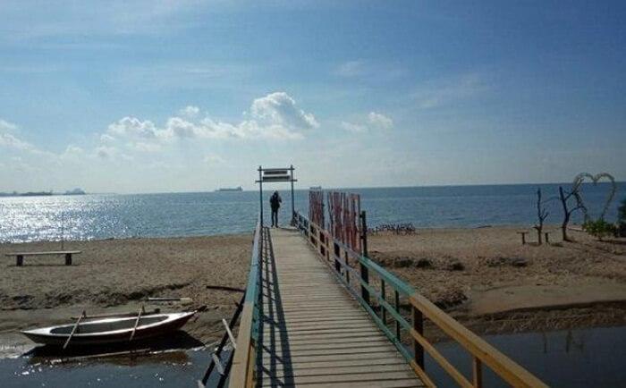 wisata di penajam paser utara salah satunya adlaah pantai. PAntai Sipakario mewakili betapa keindahan kabupaten ini patut diperhitungkan