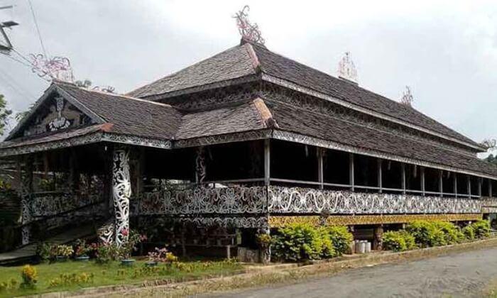 Rumah Lamin, rumah adat kalimantan di desa budaya Pampang