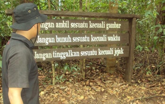 selain seagai kawasan wisata, bukit bangkirai mengemban tugas sebagai loaksi edukasi kesadaran lingkungan kepada masyarakat pengunjung