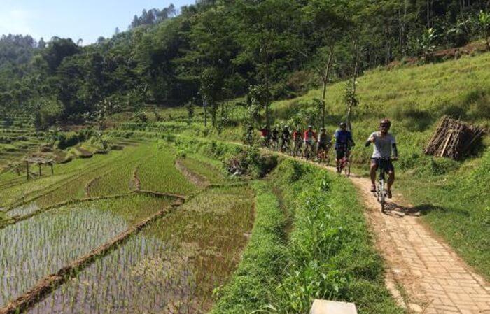the-dragon-route, sebutan pengunjung asing untuk rute jalans etapak menuju candi selogriyo