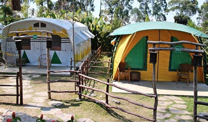 Di camping ground ciwidey valley tersedi apula tenda untuk keluara dnegan kapasitas hingga 6 orang