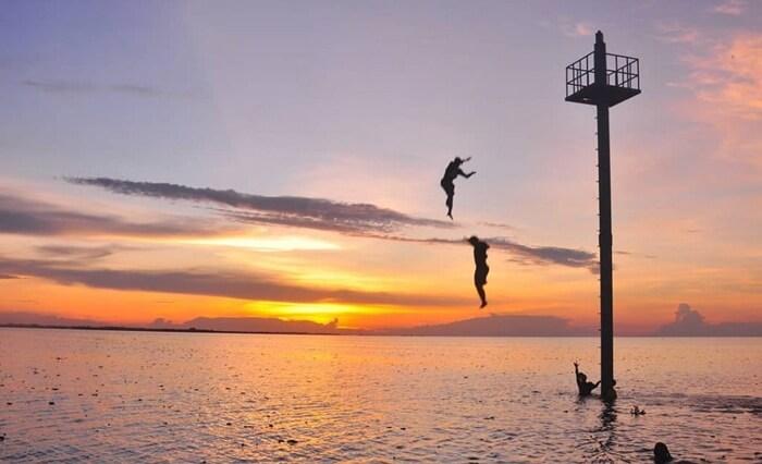 Menara pandang di tengah danau Semayang, salahs atu fasilitas unggula utnuk menikmati keindahan danau dari tengah area.