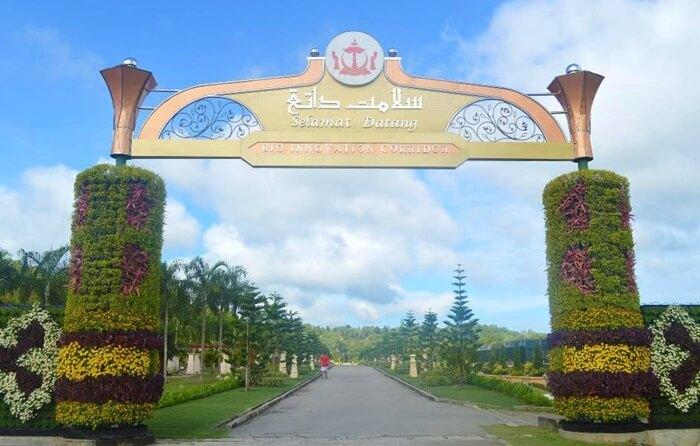 di tempat wisata di Brunei Darusalam ini Ada rumah kaca yang menjual bunga segar. Jika pengunjung berjalan lebih jauh ke taman, sisi lain dari rumah kaca adalah untuk menanam sayuran.