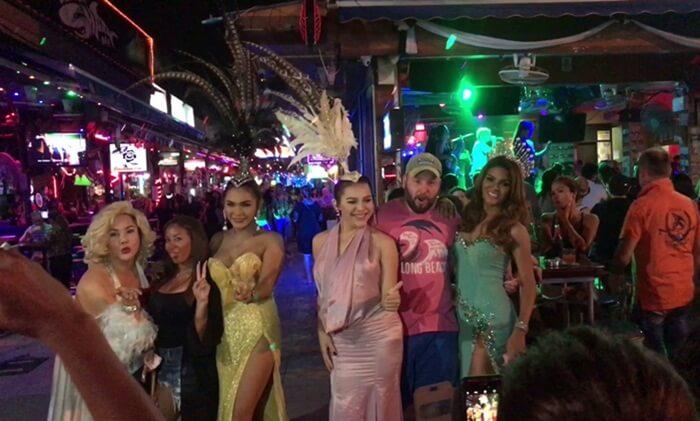 Bangla Road, tempat wisata di phuket yang terkenal dengan keramaian ladyboy