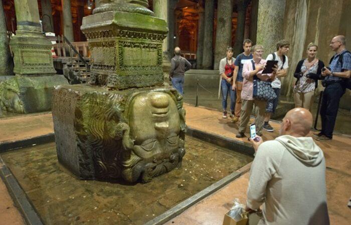 Panjang situs tempat wisata di Istanbul yang ada di bawah tanah ini sekitar 140 meter dengan lebar 70 meter. Basilica memiliki total 336 pilar yang tingginya masing-masing sembilan meter.