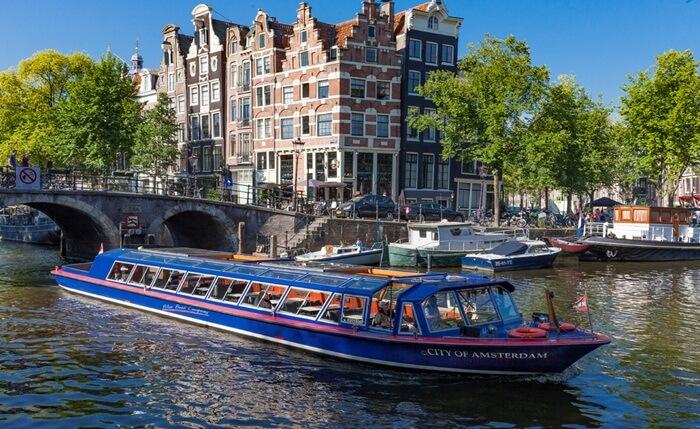 Tiga kanal utama tempat wisata di Belanda ini adalah Herengracht, Keizergracht Prinsengracht, dimasukkan oleh UNESCO ke dalam daftar World Heritage Site.