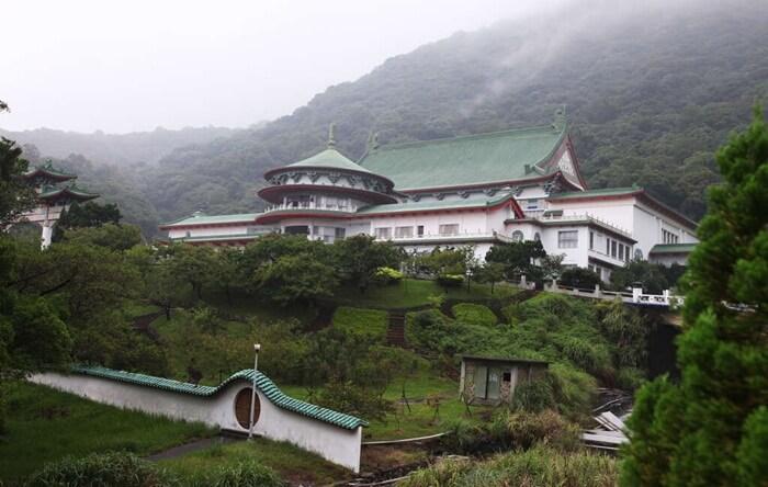 Tempat wisata di Taipei ini jugamemeiliki situs sejarah. Ada ada Chung Shan Hall yang berlokasi di tengah Yangmingshan National Park.