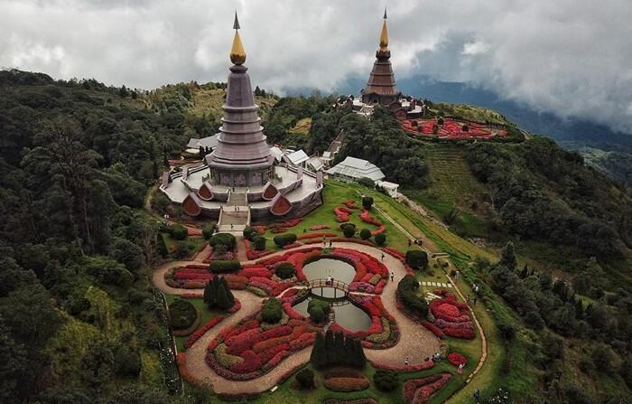 tempat wisata di Chiang mai ini memberikan Pemandangan alam yang luas menghadap ke panorama luas khas dataran tinggi.
