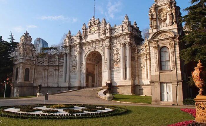 Istana tempat wisata di Turki ini adalah rumah bagi enam sultan dari 1856 sampai penghapusan kekhalifahan pada tahun 1924