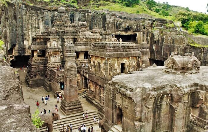Goa tempat wisata di India ini unik karena Sejak pertama dibangun pada abad ke-5 sampai abad ke-10, gua-gua di Ellora pernah menjadi kuil dan biara bagi agama Budha, Hindu, dan Jainisme