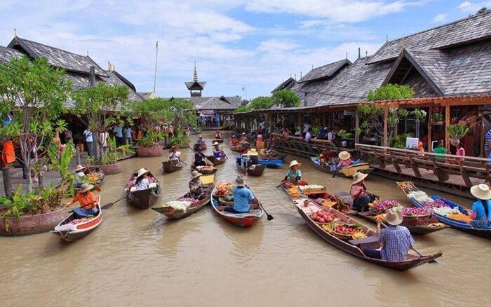 Di tempat wisata di pattaya ini, pengunjung bisa membeli produk etnis seperti produk seni ukiran kayu, tekstil, kerajinan tangan, miniatur kapal, tas asli buatan tangan pengrajin lokal.