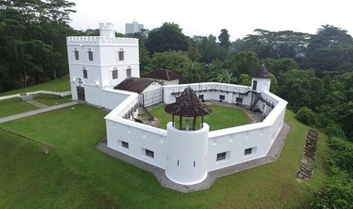 Tempat wisata di Kuching ini memiliki aspek kesejarahan dan makna yang sangat penting dalam pergulatan sejarah di Sarawak