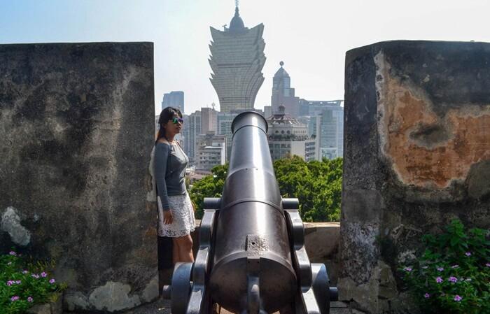 Benteng tempat wisata di Macau ini selain berfungsi sebagai pelindung, juga pernah menjadi kediaman Gubernur Macao, observatorium cuaca , dan sekarang menjadi Museum Macao