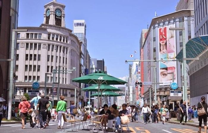 Tempat wisata di Tokyo untuk belanja mode dan fashion high class adalah Ginza