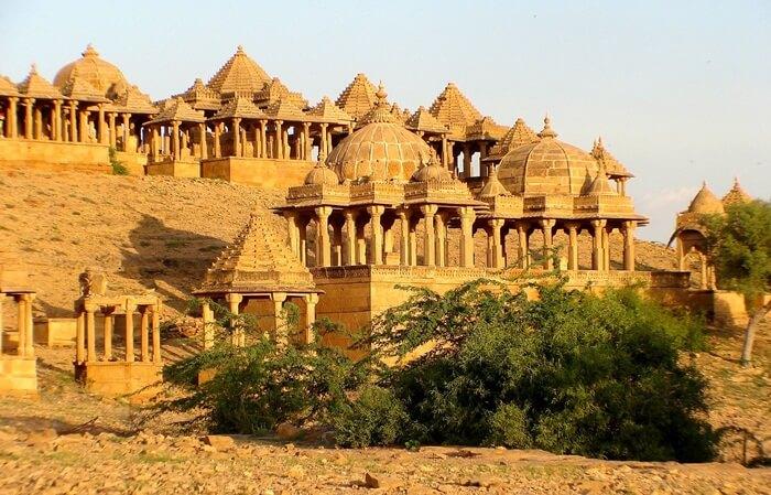 Karena bersinar saat ditempa sinar matahari, benteng tempat wisata di India ini pun dikenal sebagai Sonar Quila atau Golden Fort