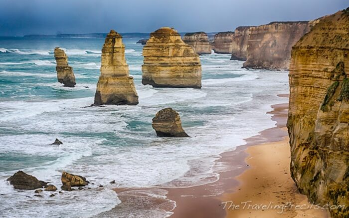 Great Ocean Road ialah sebuah jalan di Melbourne. Di sepanjang jalan tempat wisata di Australia ini terdapat banyak sekali objek wisata.