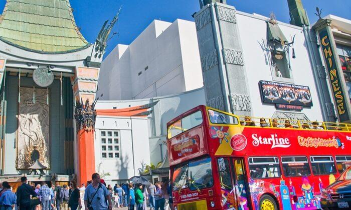 Tempat Wisata di Los Angeles  Hollywood, memang identik dengan selebritis. Hollywood memiliki tur wisata yang akan mengajak para pengunjung untuk mengunjungi kawasan tempat tinggal para selebritis