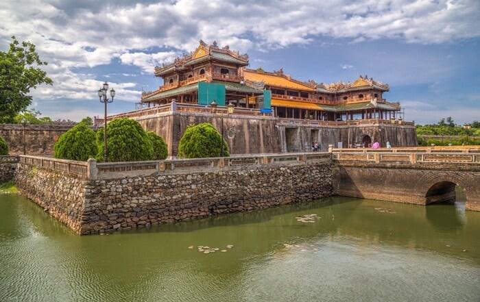 Dikenal sebagai kota bersejarah, tempat wisata di vietnam Hue memiliki banyak destinasi wisata yang bisa dieksplorasi