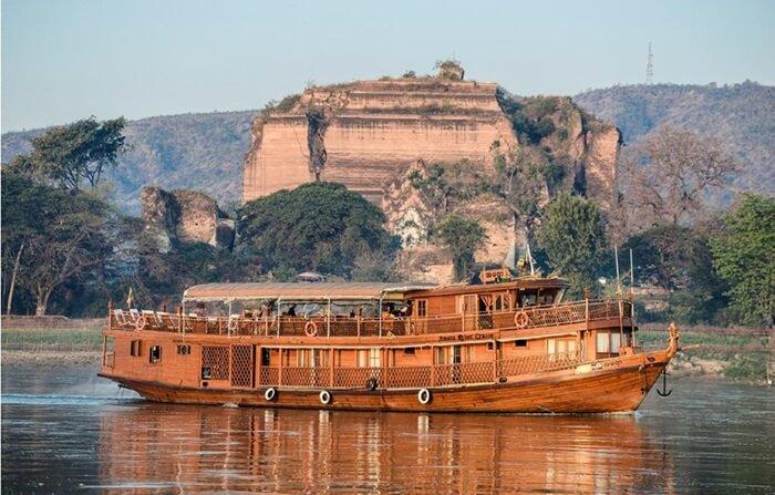Sungai Irwandy tempat wisata di Myanmar ini dapat dilayari pada sebagian besar dari panjangnya.