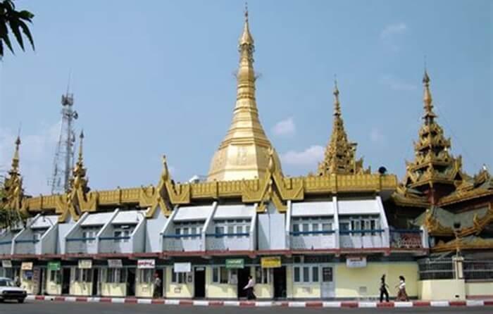 Di kompleks tempat wisata di MYanmar ini diketahui terdapat sekitar 2.400 buah pagoda yang luar biasa.