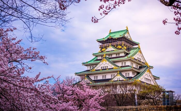 Tempat wisata di Osaka berupa Kastil ini adalah ikon persatuan masyarakat Osaka. Dibangun di masa Nobunaga Oda