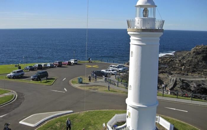 The Kiama Lighthouse dibangun dengan satu bangunan tinggi dan di cat putih. Bangunan tempat wisata di Sydney ini didirikan pada tahun 1887.