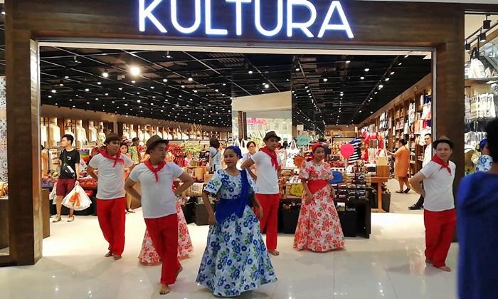 Tempat wisata di Manila ini berupa sebuah toko yang berada di lantai satu dari sebuah mall terbesar di Asia.