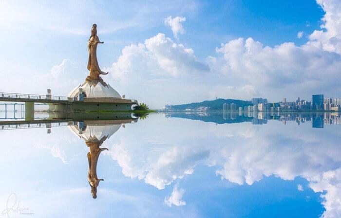 Patung tempat wisata di Macau ini dibuat dari sekitar 50 ton perunggu cor, dan memiliki ketinggian 20 meter