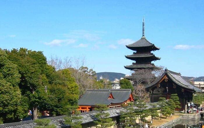 Tempat wisata di Kyoto ini menyimpan banyak benda yang menjadi harta nasional dan warisan budaya Jepang.