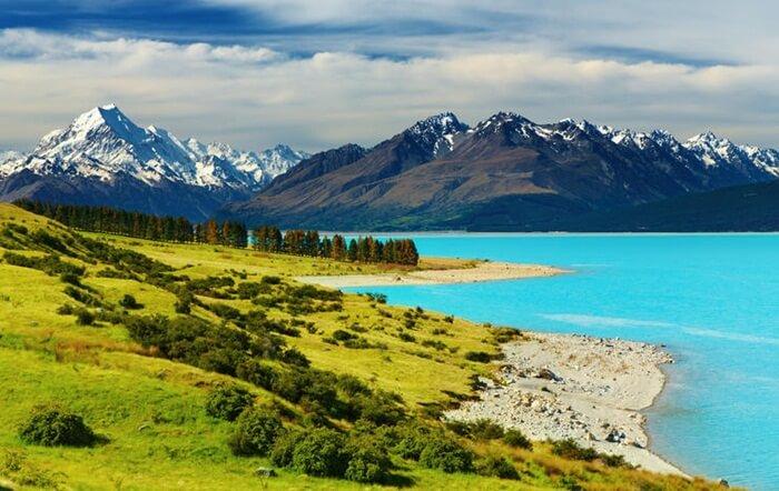 Tempat Wisata di New Zealand, Danau Pukaki terletak di bawah gunung tertinggi Selandia Baru, yakni Gunung Cook.