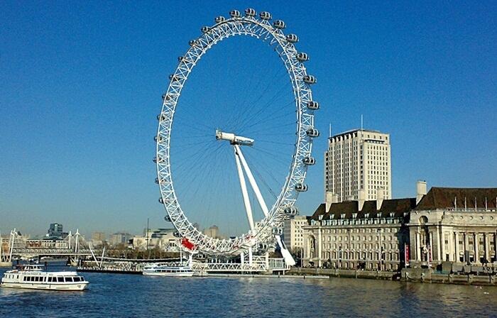 Saat menaiki fasilitas tempat wisata di Inggris ini, pengunjung bisa menikmati London dari ketinggian.