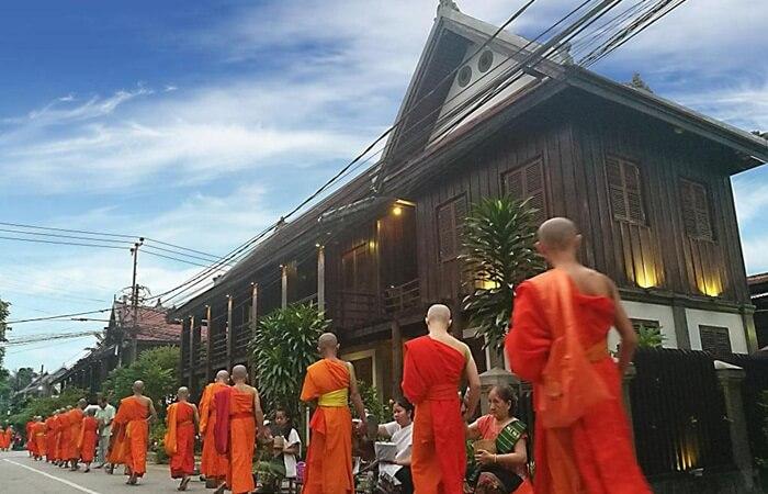"""Banyak kuil atau """"Vat"""" di tempat wisata di Laos  Luang Prabang. Termasuk di antaranya adalah Vat Xieng Thong, yang merupakan salah satu kuil Buddha terbaik di Asia Tenggara."""