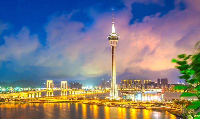 Tempat wisata di Macau ini juga dilengkapi dengan restoran, pusat perbelanjaan, bioskop dan tentu saja kasino.