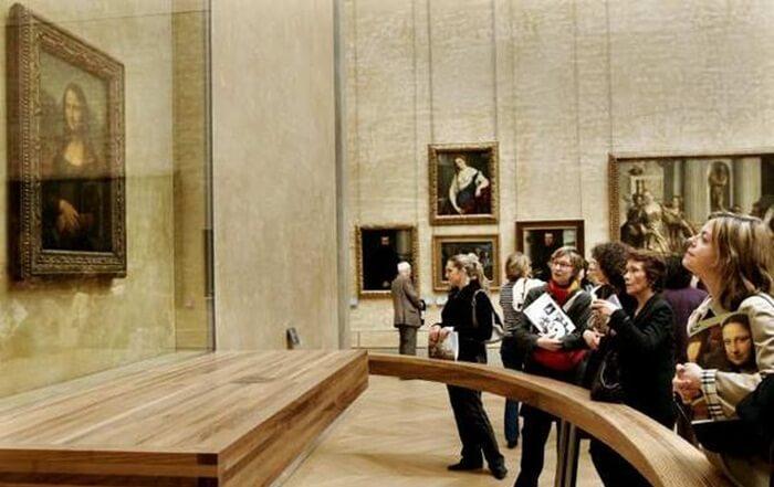 Koleksi Paling terkenal dari tempat wisata di Paris ini tentu saja Lukisan MOnalisa.