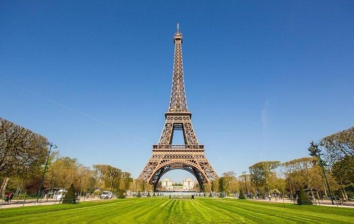 Hingga tahun 1930 menara tempat wisata di Perancis itu merupakan bangunan tertinggi di dunia sebelum akhirnya dikalahkan Chrysler Building di New York City