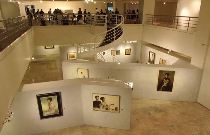 Kegiatan tempat wisata di Manila, Metropolitan Museum, mencakup rentang yang luas. Pameran seni Filipina adalah kurasi dari lembaga budaya, koleksi pribadi, dan Koleksi Seni Bangko Sentral ng Pilipinas.