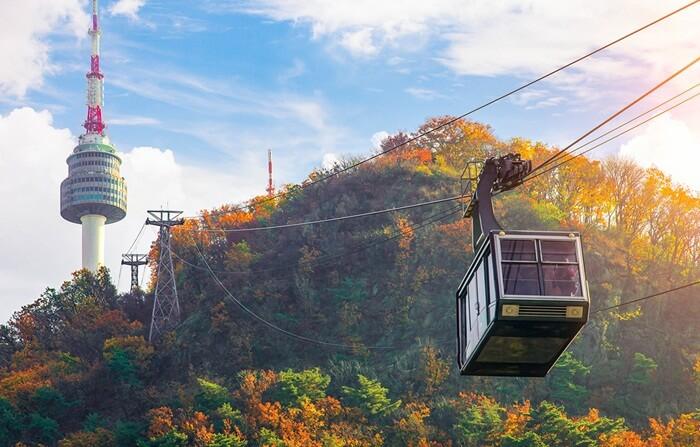 Di tempat wisata di Seoul ini terdapat Namsan Seoul Tower Hanbok Culture Experience Center. Di sini pengunjung dapat menyewa pakaian tradisional Korea (Hanbook) dan berfoto dengan nuansa kerajaan.