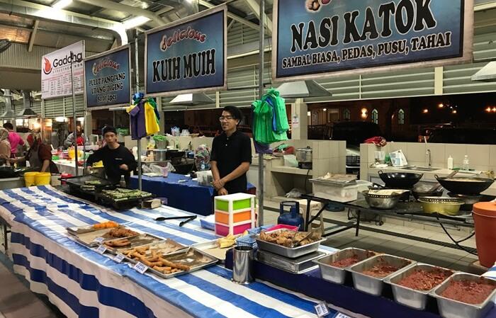 Segala macam menu makanan di tempat wisata di Brunei Darusalam ini memang berstandar café serta restoran